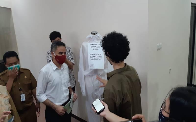 Dirjen Pendidikan Vokasi Kemendikbud Wikan Sakarinto melakukan kunjungan ke SMK 27 Jakarta, Selasa (11/8/2020). JIBI - Bisnis/Mutiara Nabila