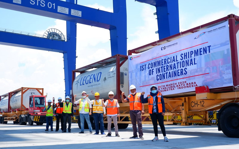 Suasana peresmian pembukaan rute peti kemas internasional komersial di Kuala Tanjung Multipurpose Terminal (KTMT) oleh PT Prima Multi Terminal. Dok. Istimewa