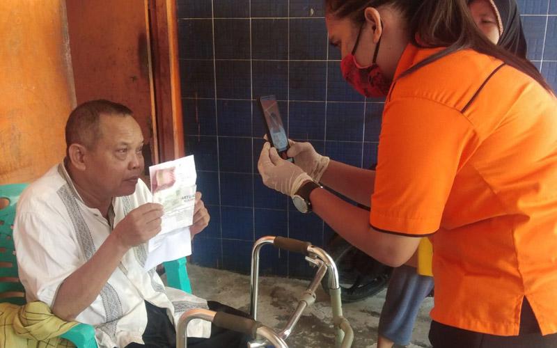 Salah satu penerima bantuan sosial tunai (BST) asal Mimika dari pemerintah yang disalurkan oleh PT Pos Indonesia.  - Dok. Istimewa