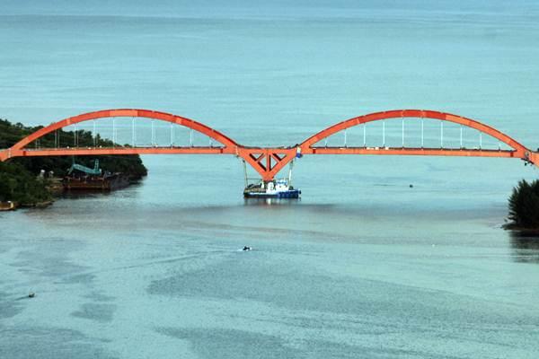 Jembatan Holtekamp di Jayapura, Papua. - Antara/Yulius Satria Wijaya