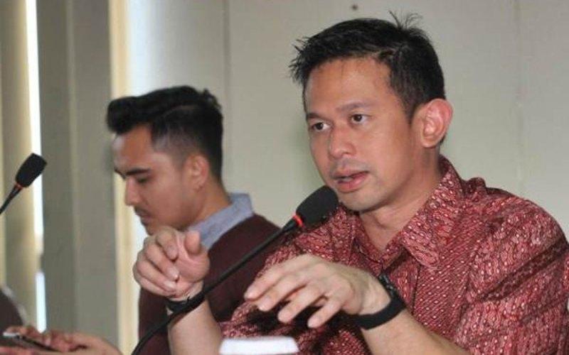 Direktur PT Samudera Indonesia Tbk Bani M. Mulia (kanan) memberikan penjelasan mengenai kinerja perusahaan saat berkunjung ke kantor redaksi Bisnis Indonesia, di Jakarta, Selasa (16/5/2017).  - Bisnis / Dedi Gunawan