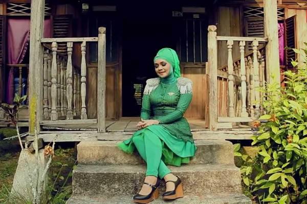 Penyanyi Iyeth Bustami - youtube