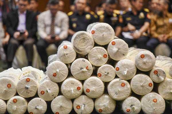 Ilustrasi: Barang bukti produk tekstil hasil tindak pidana kepabeanan diperlihatkan saat konferensi pers di Kemenkeu, Jakarta, Kamis (2/11). - ANTARA/Hafidz Mubarak A.