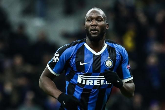 Striker Inter Milan, Romelu Lukaku mencetak salah satu gol si perempat final Liga Europa - Sempreinter