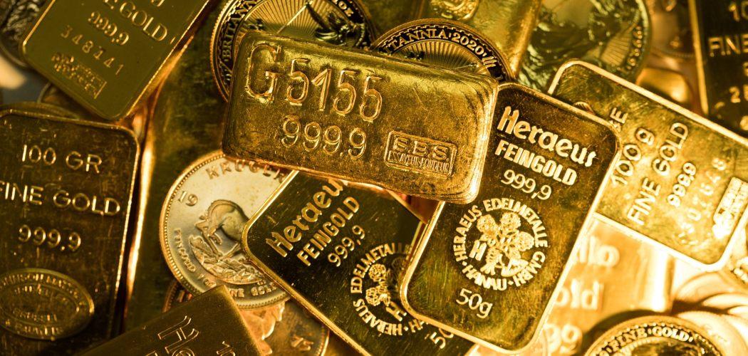 Tumpukan emas dengan berat dan ukuran yang berbeda-beda dijual di Gold Investments Ltd. di London, Inggris, Rabu (29/7/2020). - Bloomberg/Chris Ratcliffe