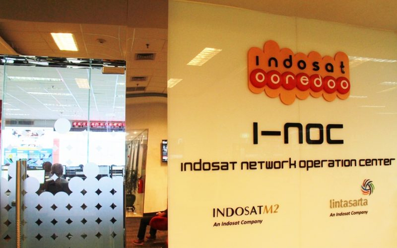Ruang kerja Indosat Network Operation Center. Istimewa