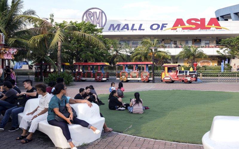 SM Mall of Asia, pusat perbelanjaan terbesar di Bay City, Manila - Bloomberg
