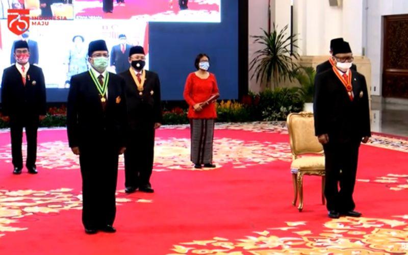 Upacara penganugerahan tanda jasa dan kehormatan kepada 53 penerima digelar di Istana Negara dengan menerapkan protokol kesehatan yang sangat ketat  -  Youtube Setpres