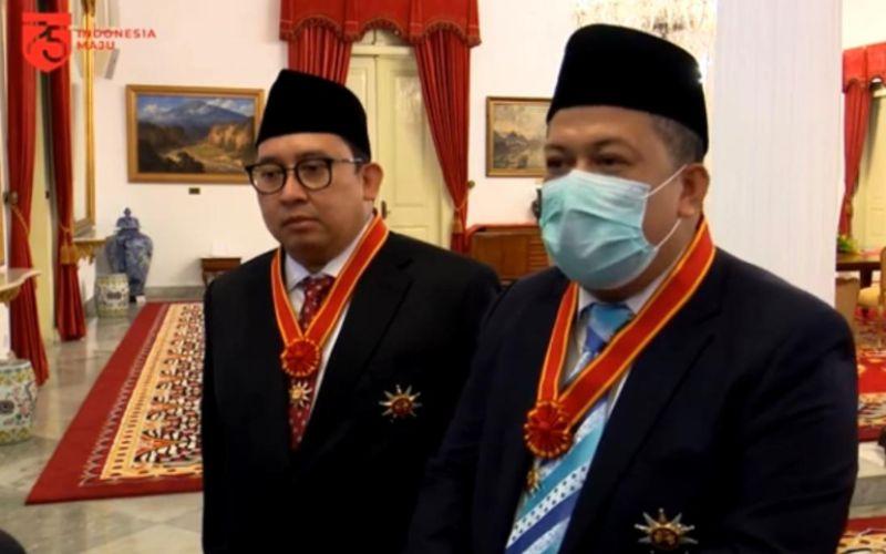 Fadli Zon (kiri) dan Fahri Hamzah (kanan) memberi keterangan pers seusai menerima penghargaan Bintang Mahaputera Nararya dari Presiden Joko Widodo di Istana Negara, Kamis (13/8/2020)  -  Youtube Setpres