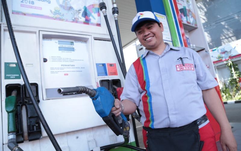 Pertamina telah membagi BBM yang diproduksi ke dalam dua jenis, yaitu gasolin untuk kendaraan mesin bensin dan gasoil untuk mesin diesel. (Foto: Istimewa)