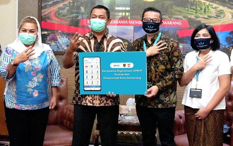 Wali Kota Semarang Hendrar Prihadi (kedua kiri) dan Wakil Wali Kota Hevearita Gunaryanti Rahayu MoU dengan Youtap, Kamis (13/8/2020). - Ist