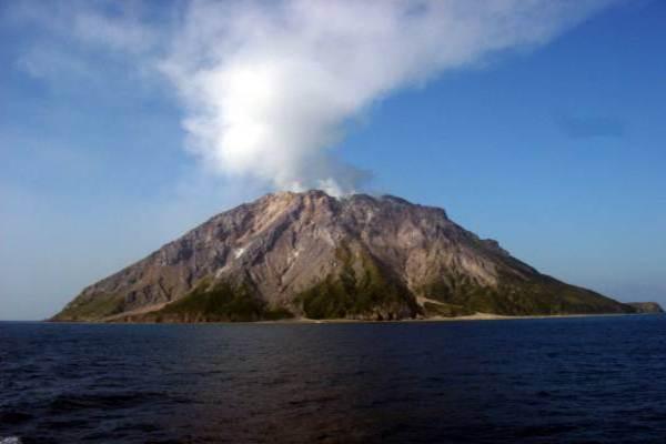 Gunung berapi. - Ilustrasi