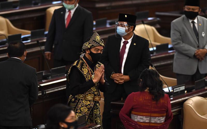 Presiden Joko Widodo tiba di lokasi sidang tahunan MPR dan Sidang Bersama DPR-DPD di Komplek Parlemen, Senayan, Jakarta, Jumat (14/8/2020). ANTARA FOTO/Akbar Nugroho Gumay - pras.