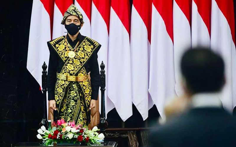 Presiden Joko Widodo mengenakan kain tenun khas Sabu Raijua dari NTT saat mengahadiri Sidang Tahunan MPR dan Sidang Bersama DPR-DPD di Jakarta, Jumat (14/8/2020). Biro Pers Sekretariat Presiden - Muchlis Jr