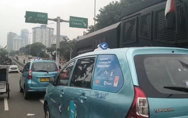 Kendaraan dapat melalui Jalan Gerbang Pemuda menuju Jalan Gatot Subroto selama pidato kenegaraan RI berlangsung di Jakarta, Jumat (14/8/2020). - Antara