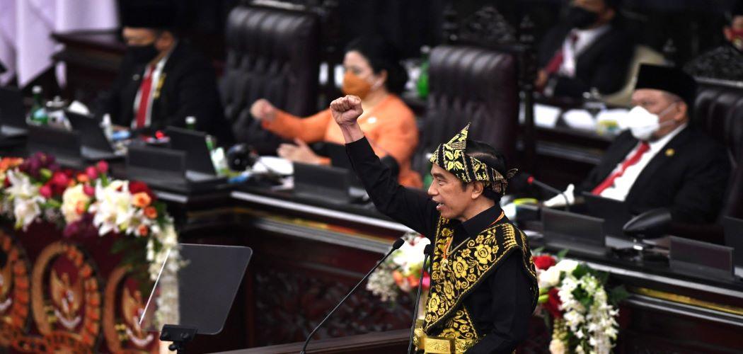 Presiden Joko Widodo memberikan pidato dalam rangka penyampaian laporan kinerja lembaga-lembaga negara dan pidato dalam rangka HUT ke-75 Kemerdekaan RI pada sidang tahunan MPR dan Sidang Bersama DPR-DPD di Komplek Parlemen, Senayan, Jakarta, Jumat (14/8/2020). - Antara / Akbar Nugroho Gumay