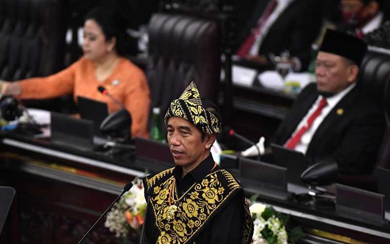 Presiden Joko Widodo menyampaikan pidato dalam rangka penyampaian laporan kinerja lembaga-lembaga negara dan pidato dalam rangka HUT ke-75 Kemerdekaan RI pada sidang tahunan MPR dan Sidang Bersama DPR-DPD di Komplek Parlemen, Senayan, Jakarta, Jumat (14/8/2020)./Antara - Akbar Nugroho Gumay