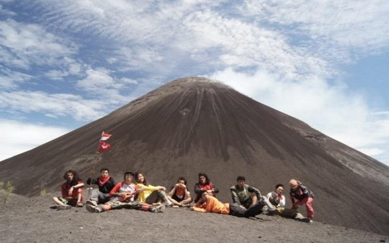 Gunung Soputan Minahasa Tenggara - Istimewa