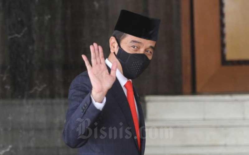 Presiden Joko Widodo saat tiba di depan Ruang Rapat Paripurna I untuk menghadiri Pembukaan Masa Persidangan I Tahun Sidang 2020-2021 di Kompleks Parlemen, Jakarta, Jumat (14/8/2020). Bisnis - Arief Hermawan P