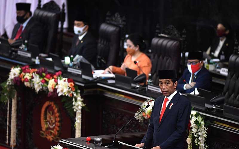 Presiden Joko Widodo menyampaikan pidato pengantar RUU APBN tahun anggaran 2021 beserta nota keuangannya pada masa persidangan I DPR tahun 2020-2021 di Kompleks Parlemen, Senayan, Jakarta, Jumat (14/8/2020). ANTARA FOTO - Akbar Nugroho Gumay