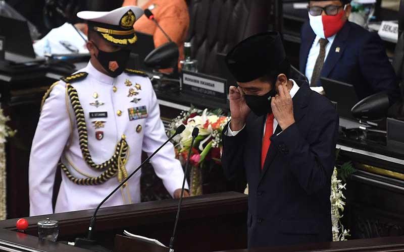 Presiden Joko Widodo bersiap menyampaikan pidato pengantar RUU APBN tahun anggaran 2021 beserta nota keuangannya pada masa persidangan I DPR tahun 2020-2021 di Kompleks Parlemen, Senayan, Jakarta, Jumat (14/8/2020). ANTARA FOTO - Akbar Nugroho Gumay