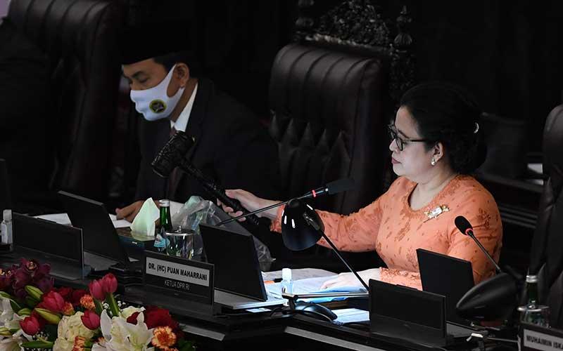 Ketua DPR Puan Maharani membuka masa persidangan I DPR tahun 2020-2021 di Kompleks Parlemen, Senayan, Jakarta, Jumat (14/8/2020). ANTARA FOTO - Akbar Nugroho Gumay