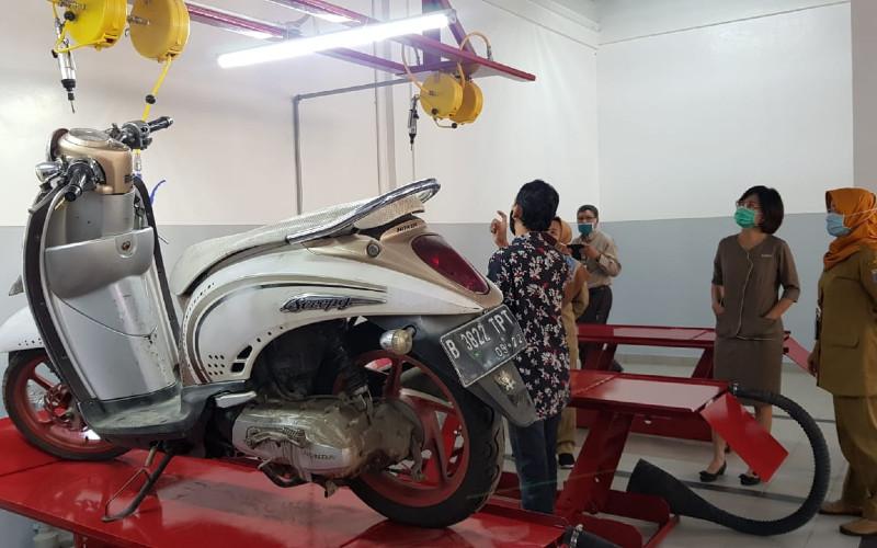 Laboratorium Praktek Bengkel Sepeda Motor.  - WAHANA