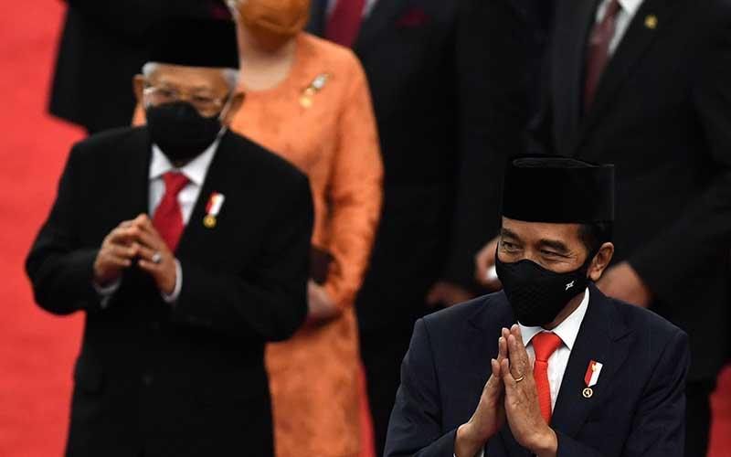 Presiden Joko Widodo didampingi Wapres Ma'ruf Amin meninggalkan ruangan seusai memberikan pidato pengantar RUU APBN tahun anggaran 2021 beserta nota keuangan dan dokumen pendukungnya di Kompleks Parlemen, Senayan, Jakarta, Jumat (14/8/2020). ANTARA FOTO - Akbar Nugroho Gumay