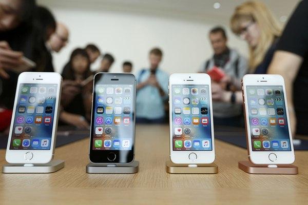 Apple iPhone SE - Reuters/Stephen Lam