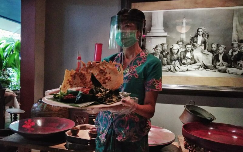 Kuliner dibungkus daun pisang, tradisi Jawa kuno, pada momen merayakan Hari Kemerdekaan ke-75 RI. - Bisnis/Choirul Anam