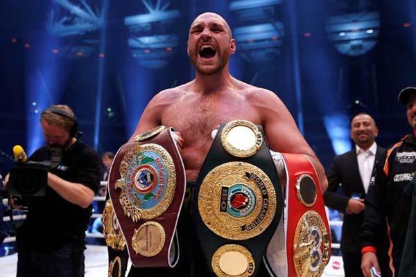 Petinju kelas berat Inggris Tyson Fury - Reuters/Lee Smith