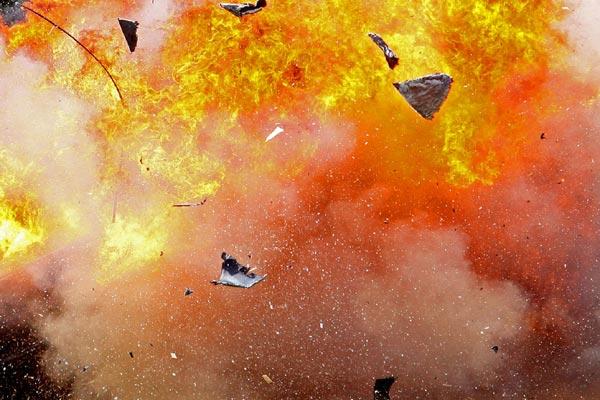 Ledakan gudang pertanian di China menewaskan sedikitnya dua orang, - ilustrasi