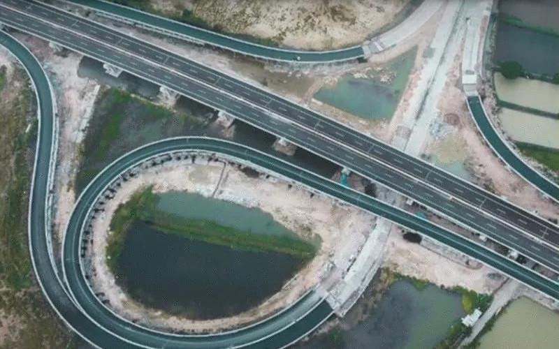 Proyek konstruksi jalan tol Krian - Legundi - Bunder - Manyar Seksi 1 - 3 di Jawa Timur.  - Kementerian PUPR