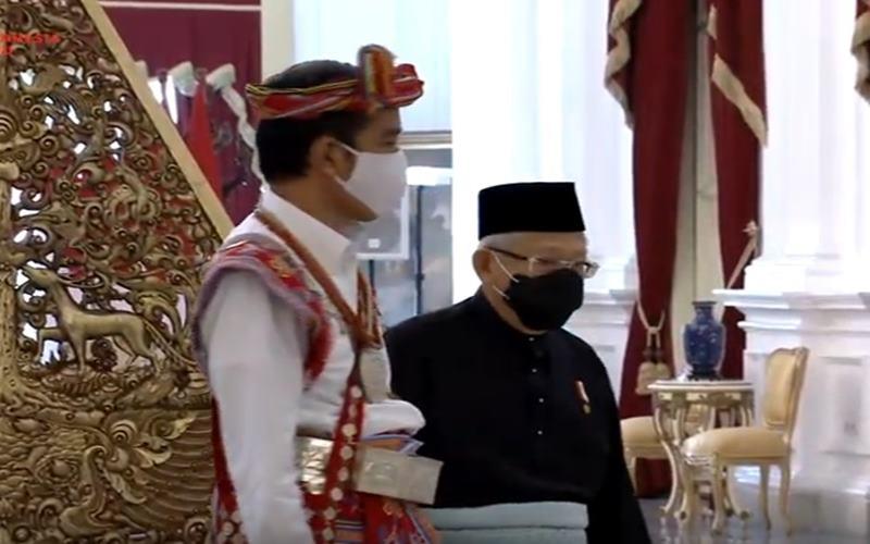 Presiden Joko Widodo mengenakan busana adat dari Timor Tengah Selatan (TTS) Provinsi Nusa Tenggara Timur saat upacara HUT Ke-75 Kemerdekaan RI, Senin (17/8/2020). JIBI - Nancy Junita @Youtube