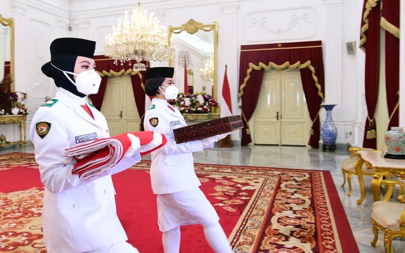 Indrian Puspita Rahmadhani dari Provinsi Aceh terpilih sebagai pembawa bendera Merah Putih dalam Upacara HUT Kemerdekaan ke-75 RI, Detik-Detik Proklamasi di Istana Merdeka, Senin (17/8/2020). - Muchlis Jr / Biro Pers Sekretariat Presiden.