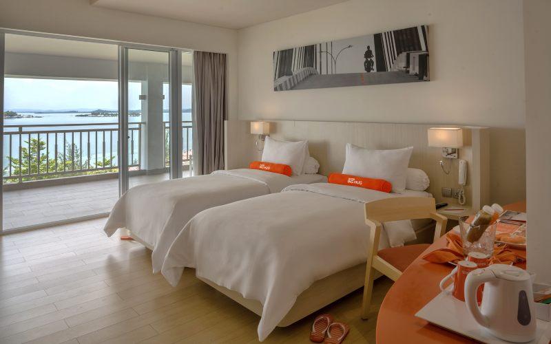 Pemandangan ruangan dari kamar Harris Resort Batam Barelang. - istimewa