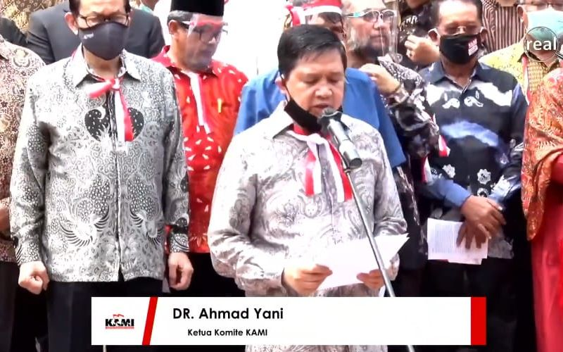 Tangkapan layar dari siaran langsung deklarasi pendirian Koalisi Aksi Menyelamatkan Indonesia (KAMI) di Tugu Proklamasi, Jakarta, Selasa (18/8/2020). Ketua Komite Eksekutif KAMI Ahmad Yani, tampak membacakan sejumlah poin tuntutannya - Bisnis.com/Aprianus Doni Tolok