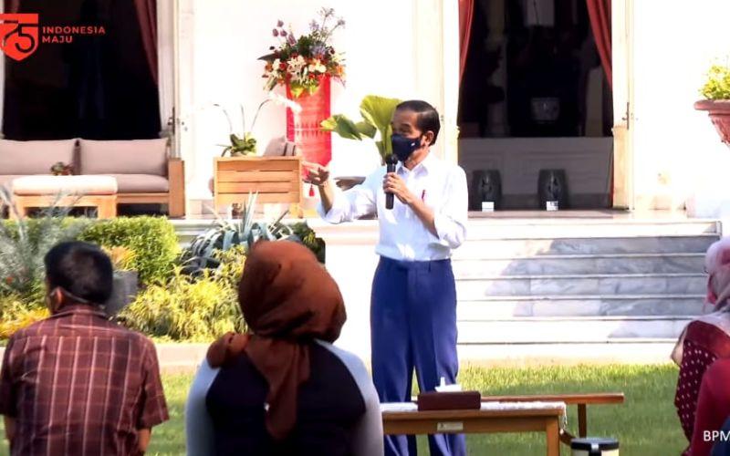 Presiden Jokowi dalam acara pemberian bantuan modal kerja kepada pelaku UMKM di Istana Merdeka, Jakarta, Rabu (19/8 - 2020) / Youtube Setpres
