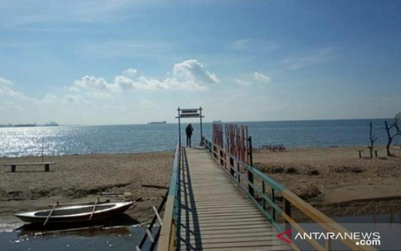Salah satu objek wisata pantai di Kabupaten Penajam Paser Utara, Kalimantan Timur. - Antara/Novi Abdi