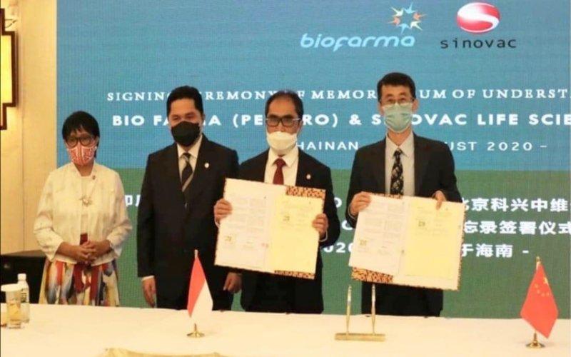 Menteri Luar Negeri Retno Marsudi (kiri) dan Menteri BUMN Erick Thohir (kedua dari kiri) mendampingi Direktur Utama Bio Farma Honesti Basyir (kedua dari kanan) dan Direktur Riset dan Pengembangan Sinovac Gao Qiang dalam penandatangan MoU kerja sama Bio Farma dan Sinovac di Hainan, China, Rabu (20/8/2020) -  Istimewa
