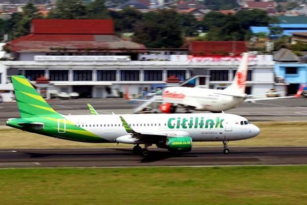 Pesawat Citilink bersiap lepas landas dari Bandara Husein Sastranegara, Bandung - Bisnis