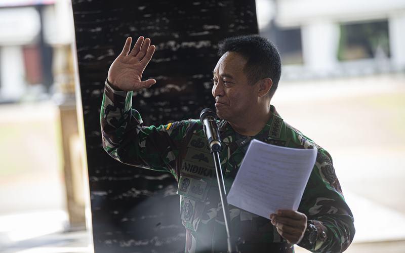 Wakil Ketua Komite Pelaksana Penanganan COVID-19 dan Pemulihan Ekonomi Nasional (PEN) yang juga Kepala Staf Angkatan Darat (KSAD) Jenderal TNI Andika Perkasa menyampaikan sambutannya sebelum menerima hasil uji klinis tahap tiga obat baru untuk penanganan pasien COVID-19 di Jakarta, Sabtu (15/8 - 2020). Universitas Airlangga bekerja sama dengan TNI Angkatan Darat (AD), Badan Intelijen Negara (BIN) dan Polri menyelesaikan penelitian obat baru untuk pasien COVID/19 yang dirawat tanpa ventilator di rumah sakit, b