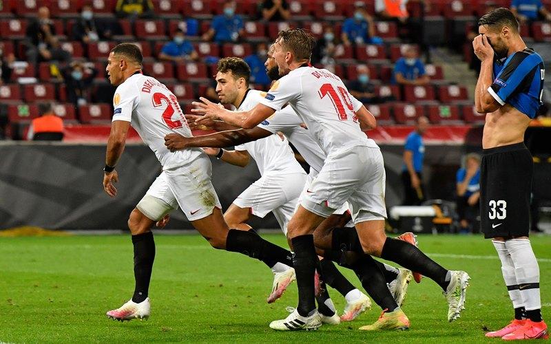 Bek Sevilla Diego Carlos (kiri) usai mencetak gol ke gawang Inter Milan di final Liga Europa - Twitter