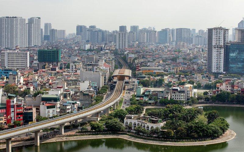 Ilustrasi: Pemandangan jalur layang kereta api di Kota Hanoi, Vietnam. - Bloomberg/Maika Elan