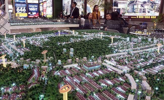 Pengunjung mencari informasi di stan Bank BTN pada pameran Indonesia Properti Expo (IPEX) 2020 di JCC Senayan, Jakarta, Sabtu (15/2/2020). Bisnis - Himawan L Nugraha