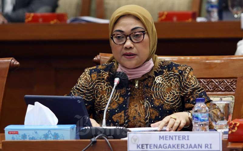 Menteri Ketenagakerjaan Ida Fauziyah mengikuti rapat kerja dengan Komisi IX DPR di Kompleks Parlemen, Senayan, Jakarta, Rabu (8/7/2020). - Bisnis/Eusebio Chrysnamurti
