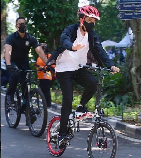 Presiden Joko Widodo bersepeda untuk menjaga kebugaran. - Instagram @jokowi
