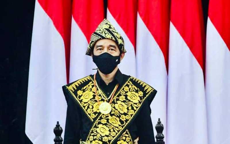 Presiden Joko Widodo mengenakan kain tenun khas Sabu Raijua dari NTT. - Biro Pers Sekretariat Presiden - Muchlis Jr