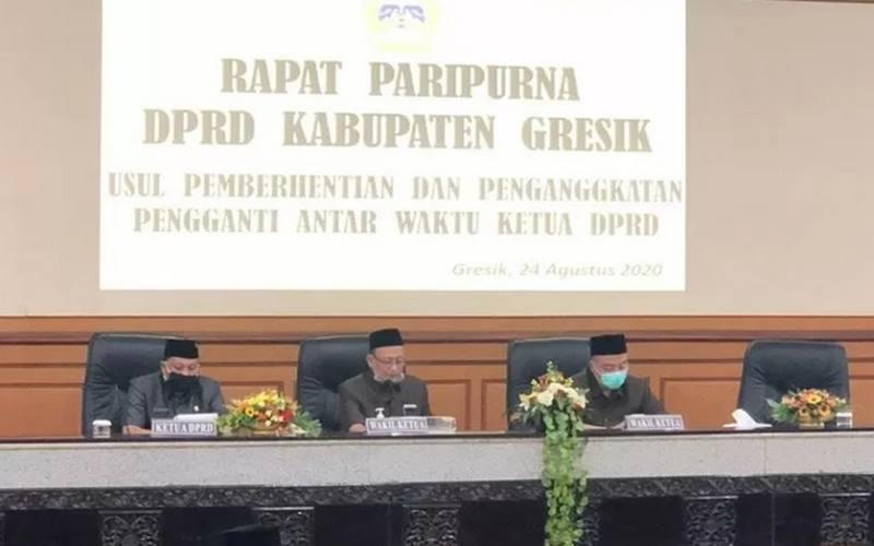 Pelaksanaan Rapat Paripurna di Gedung DPRD Kabupaten Gresik, Jatim, Senin (24/8/2020). - Antara