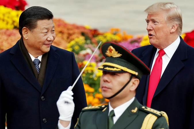 Presiden Amerika Serikat Donald Trump (kanan) bersama Presiden China Xi Jinping (kiri) saat kunjungan ke Beijing, China, Kamis (9/11/2017). - Reuters/Damir Sagolj